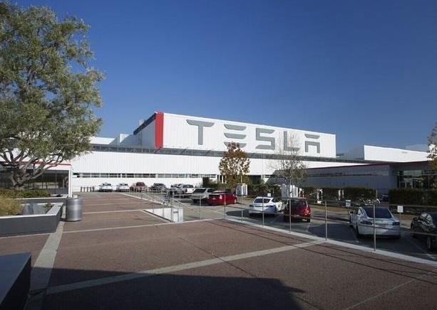 特斯拉加利福尼亚州电动汽车厂发生火灾 未造成人员伤亡