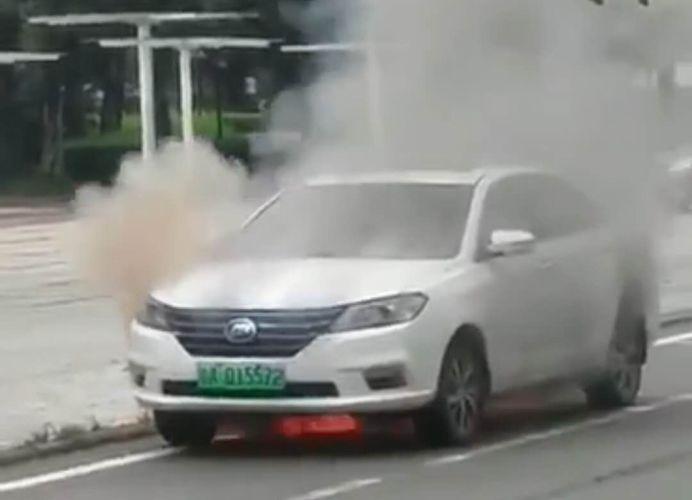 力帆650EV广州自燃起火 官方回应称系电池浸水短路所致