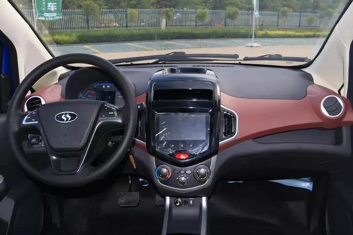 易咖X6新能源车型上市 整体性能有大幅度提升.jpg