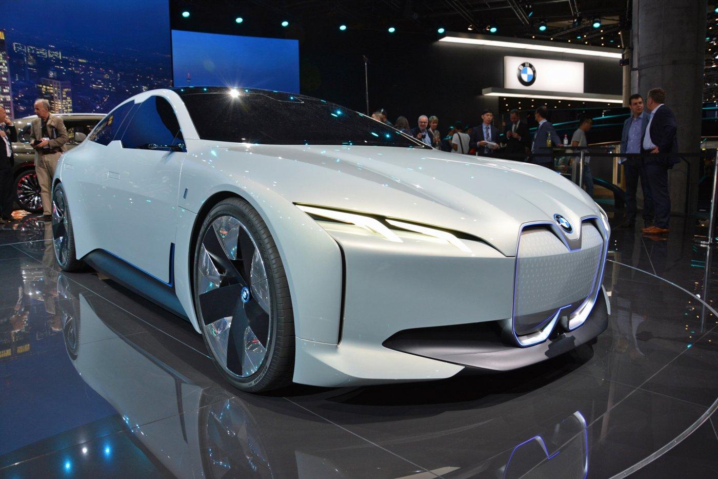 宝马i4电动车2021年上市 续航700公里