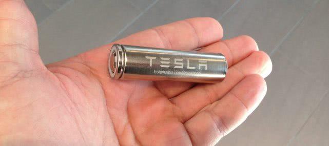 """特斯拉推出新型电池 可在""""机器人出租车""""上行驶100万英里"""