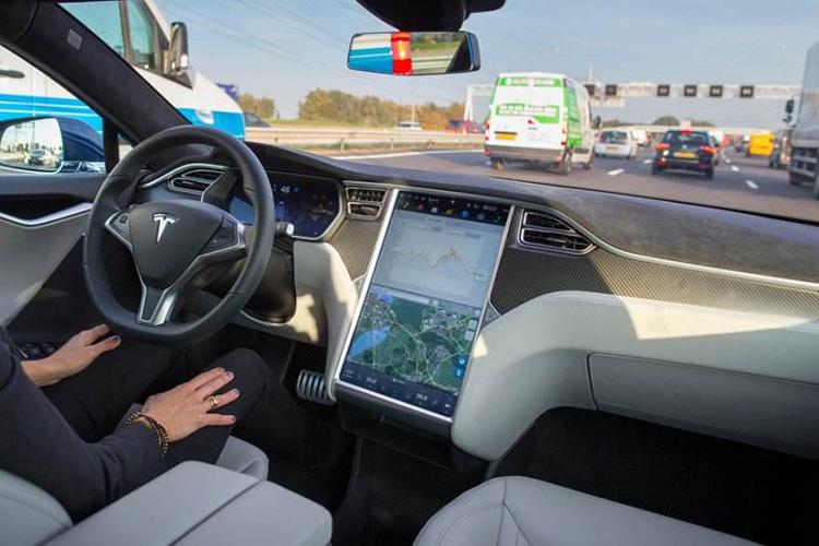 完全不值这个价!美国《消费者报告》实测Model 3自动驾驶
