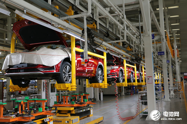 新能源汽车前11月销量增速由负转正 多位专家预测全年销量将超130万辆