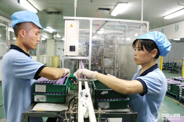 工信部:1-11月全国锂离子电池产量166.8亿只 同比增长13%