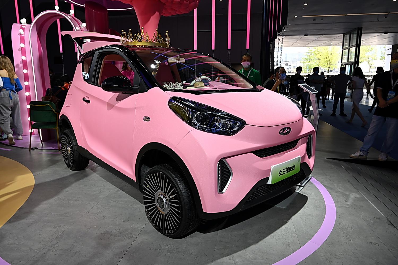 新能源车玩改装可甜可盐 小蚂蚁三款改装车型亮相成都车展
